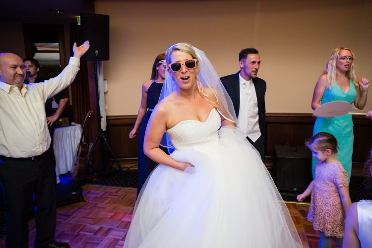 Hochzeitsfotos_Fotos_Hochzeit_Ostsee_natürlich_echt_romantsich_authentisch_HoheDuene_Yachthafenresidenz_Strand_Warnemuende_Kueste
